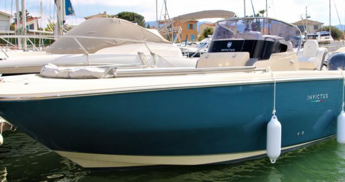 Louer Bateau à moteur avec ou sans skipper Invictus  à Saint-Cyprien