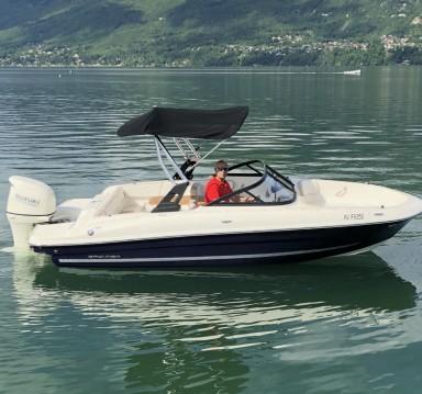 Bateau à moteur à louer à Aix-les-Bains au meilleur prix