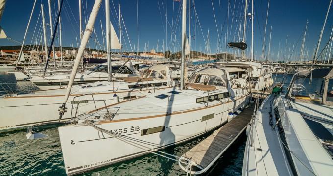Location bateau Sibenik pas cher Oceanis 38