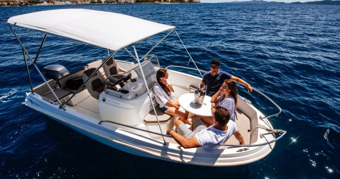 Location bateau Jeanneau Cap Camarat 5.5 CC à Zadar sur Samboat