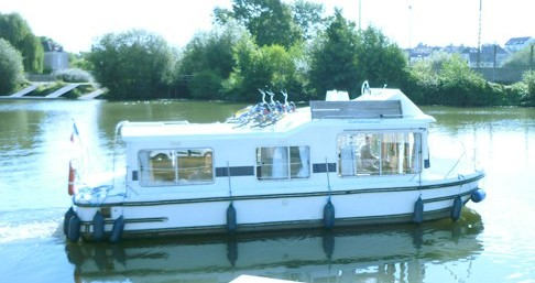 Location bateau Châteauneuf-sur-Sarthe pas cher Eau Claire 930 Fly
