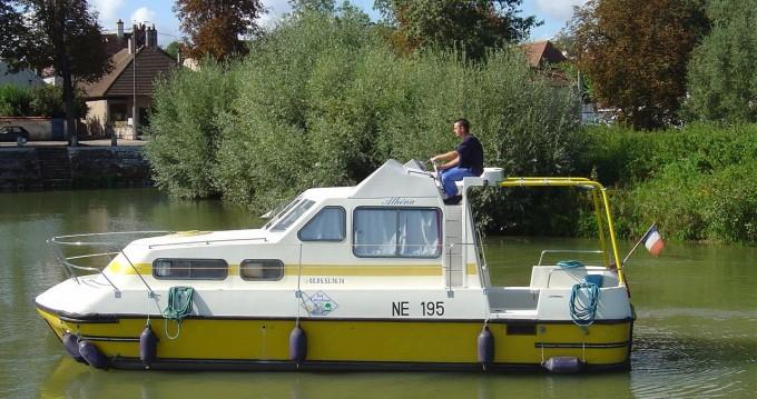 Location bateau Briare pas cher Triton 860 Fly