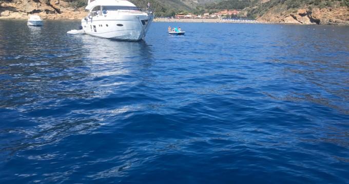 Louer Bateau à moteur avec ou sans skipper Azimut à Ameglia
