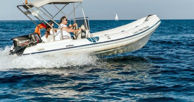 Nautica Ondina 565 entre particuliers et professionnel à Santorin