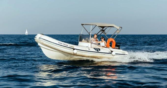 Louez un Nautica Ondina 565 à Santorin