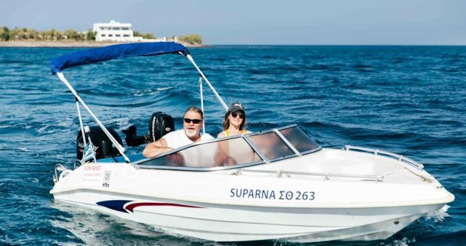 Louez un Ahellas Odyssey 15FB à Santorin
