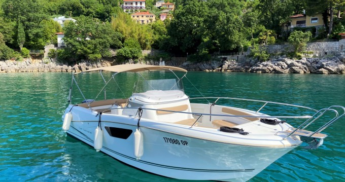 Location bateau Jeanneau Cap Camarat 8.5 CC à Ičići sur Samboat