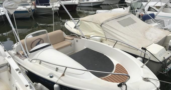 Location bateau Quicksilver Quicksilver 425 Commander à Mandelieu-la-Napoule sur Samboat