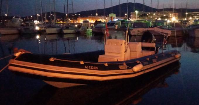 Location bateau Sainte-Maxime pas cher Explorer 730 DB
