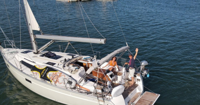 Location bateau Agde pas cher Cruiser 37