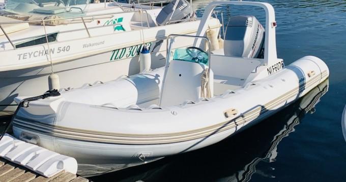 Location bateau Hyères pas cher Explorer 525