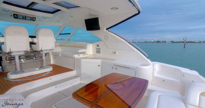 Location bateau Sea Ray Sea Ray 540 Sundancer à South Miami Beach sur Samboat