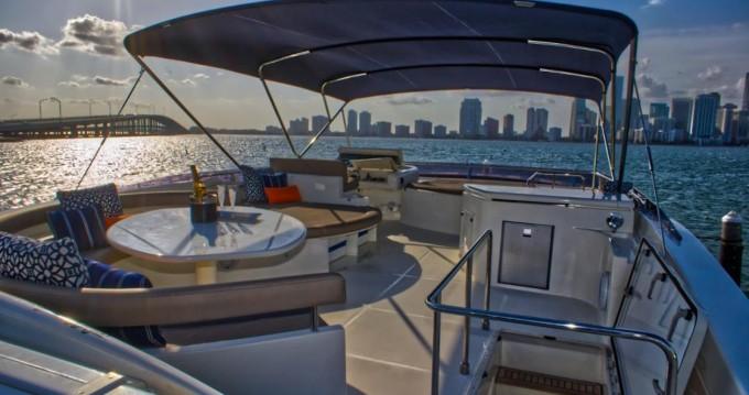 Location bateau South Miami Beach pas cher Ferretti 80