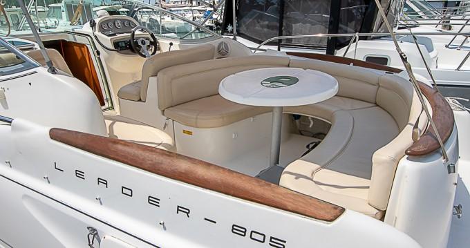Location bateau Jeanneau Leader 805 à Saint-Gilles-Croix-de-Vie sur Samboat
