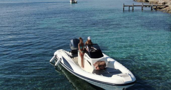 Location bateau Port Cogolin pas cher Adrenalina 7.0