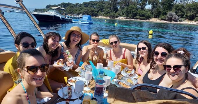 Location bateau Four Winns 9 M version luxe à Cannes sur Samboat