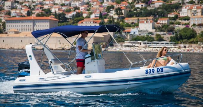 Semi-rigide à louer à Dubrovnik au meilleur prix