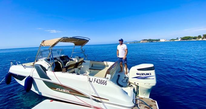 Louer Bateau à moteur avec ou sans skipper Bénéteau à Antibes
