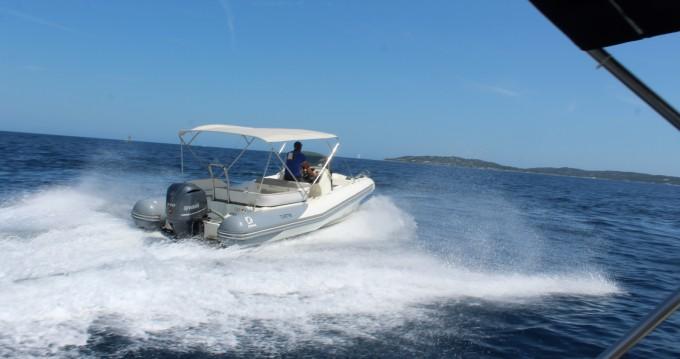 Louer Semi-rigide avec ou sans skipper Zodiac à Sainte-Maxime