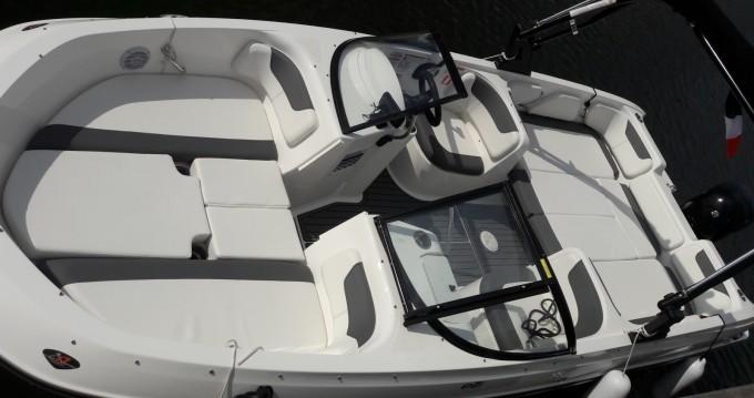 Location yacht à Mandelieu-la-Napoule - Bayliner Element E7 sur SamBoat