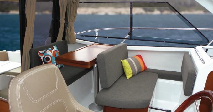 Location bateau Saint-Cyprien pas cher Merry Fisher 855