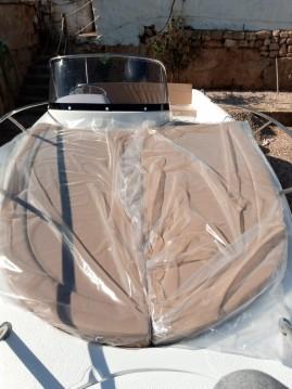 Location Bateau à moteur polyeste yacht avec permis