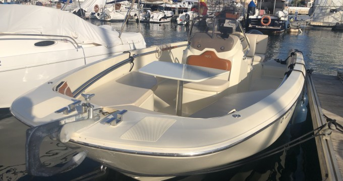 Location bateau Invictus  Invictus 190 FX à Alicante sur Samboat