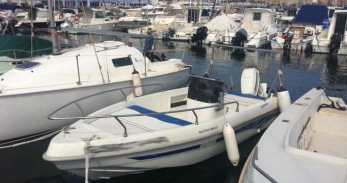 Louer Bateau à moteur avec ou sans skipper Aquamar à Annecy