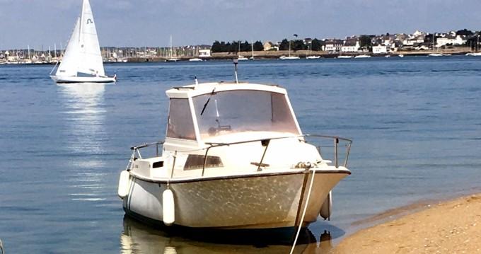 Louer Bateau à moteur avec ou sans skipper Bénéteau à Lorient