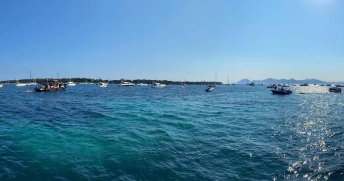 Bénéteau Ombrine 800 entre particuliers et professionnel à Cannes