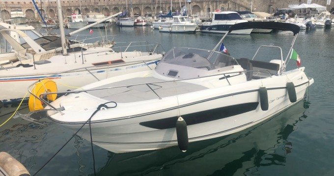 Location bateau Jeanneau Cap Camarat 7.5 WA Serie 2 à Antibes sur Samboat