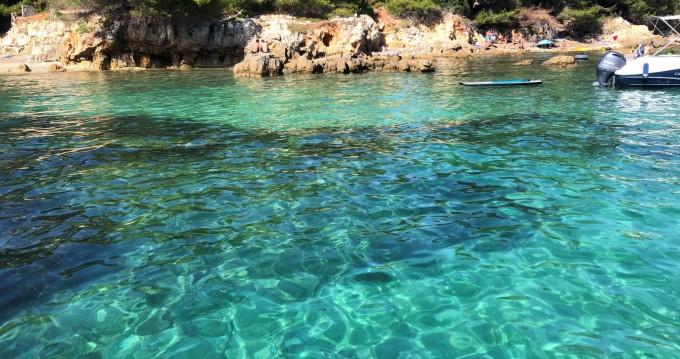 Location bateau Antibes pas cher Cap Camarat 7.5 WA Serie 2