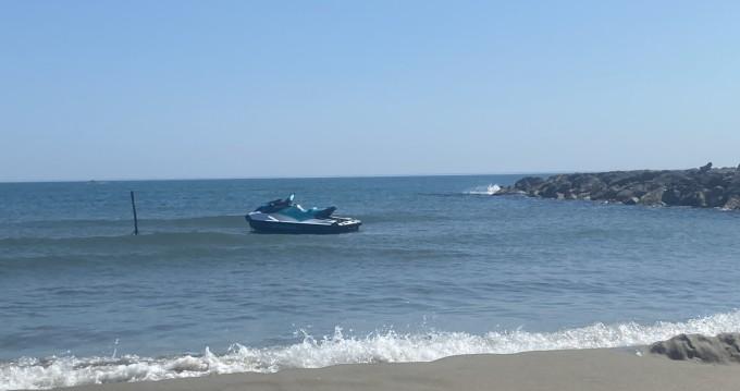 Location bateau Saintes-Maries-de-la-Mer pas cher GTI 130 RB 21 INT