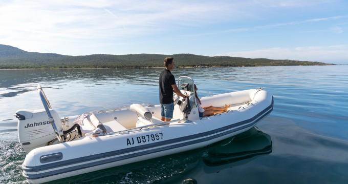 Location yacht à Pianottoli-Caldarello - Bombard Explorer 640 sur SamBoat