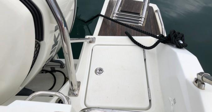 Bateau à moteur à louer à Antibes au meilleur prix