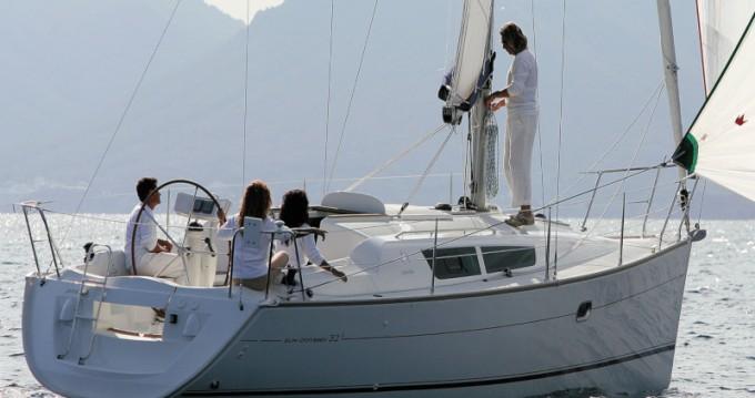 Louer Voilier avec ou sans skipper Jeanneau à Lávrio