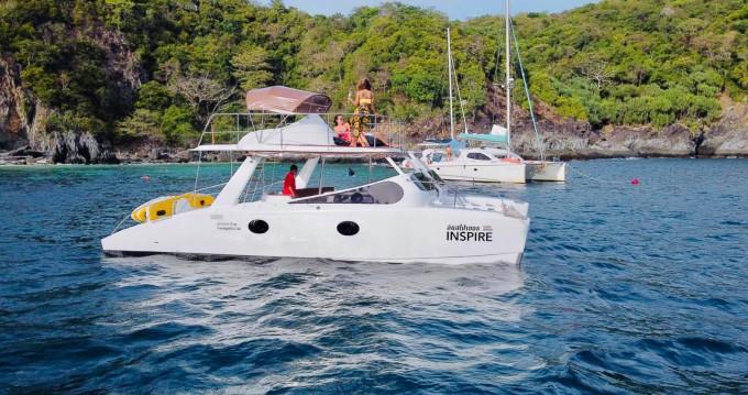 Bateau à moteur à louer à Phuket au meilleur prix