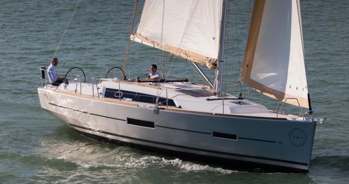 Location bateau Saint-Mandrier-sur-Mer pas cher Dufour 382 GL