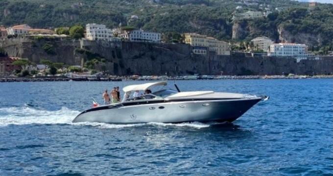 Louer Bateau à moteur avec ou sans skipper Tornado à Sorrento